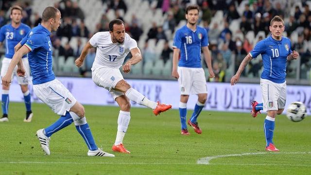Townsend erzielt mit dem Vollrist das 1:1 gegen Italien.
