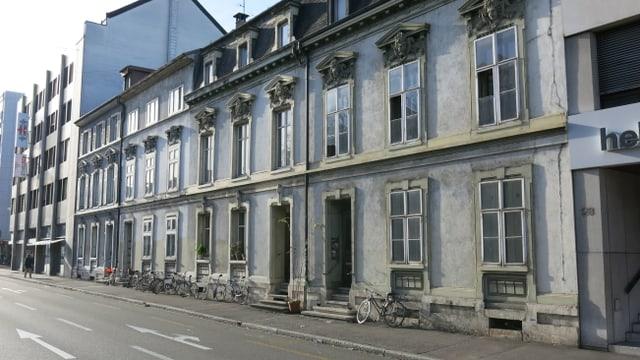 Die Häuser am Steinengraben 30 bis 36 in Basel.