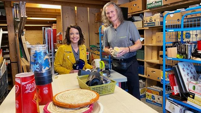 Mona Vetsch im Brockenhaus Arche mit Sozialhilfeempfänger Rolf