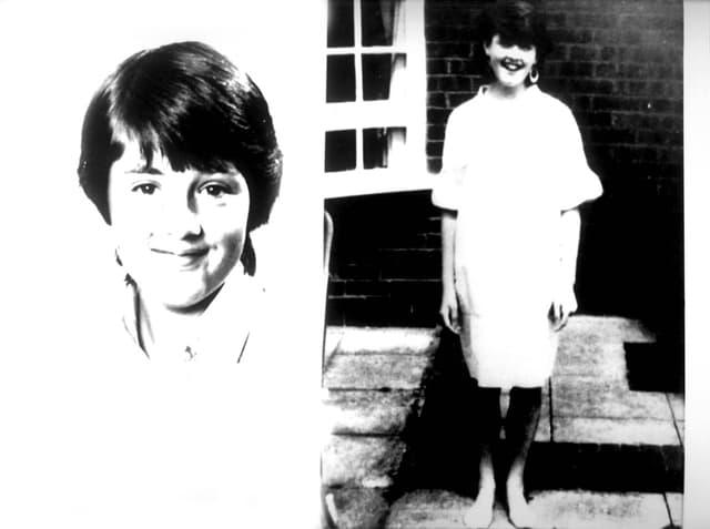 Zwei Schwarzweiss-Bilder von Dawn Ashworth, ein Porträt und eine Ganzkörperaufnahme.