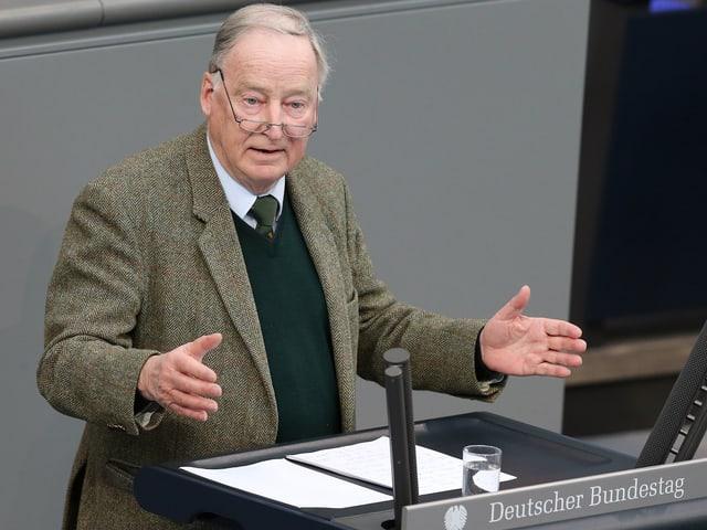 Alexander Gauland am Rednerpult des Deutschen Bundestages.
