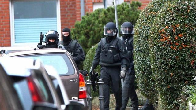 La polizia speziala en ils quartiers d'Aachen.