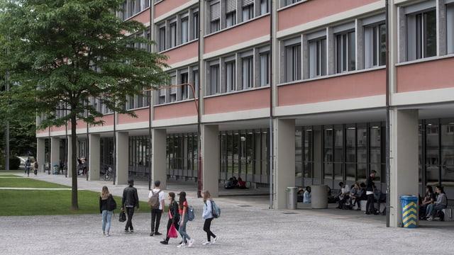 Die Handelsschule in Bellinzona.