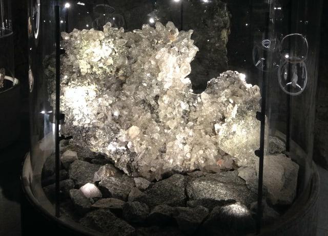 Der 300-Kilo-Kristall, gewaschen und beleuchtet im Kraftwerkstollen Handeck.