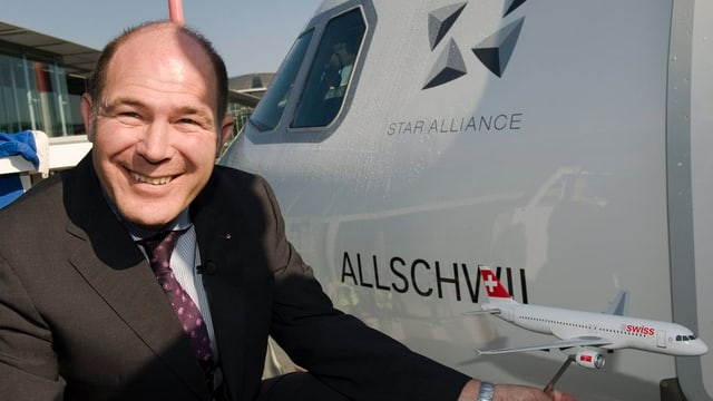 Anton Lauber 2011 bei der Taufe eines Swiss-Airbus' auf den Namen seiner Gemeinde Allschwil