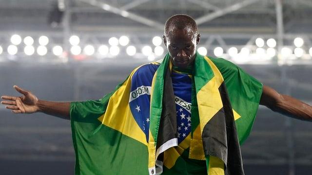 Usain Bolt suenter la victoria da la staffetta sur quatter giadas 100 meters.