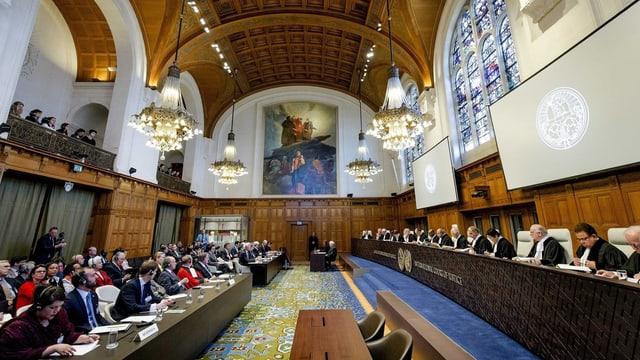 Sala dal Tribunal internaziunal a Den Haag.