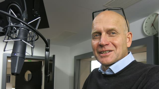 Thomas Dittrich vor Mikrophon