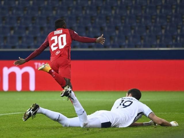 Salzburgs Patson Daka dreht nach seinem Treffer zum 1:0 jubelnd ab.