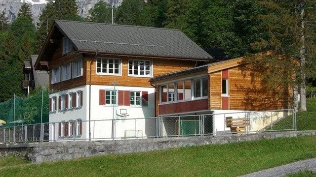 Schulhaus von aussen