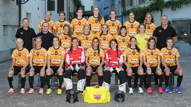 L'equipa da Piranha Cuira la stagiun 2015/2016.