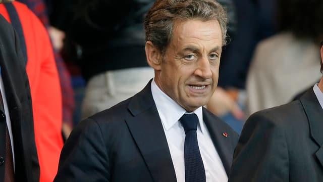 Nicolas Sarkozy zwischen Menschen