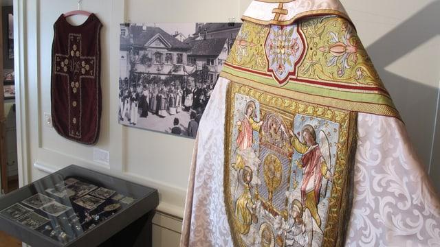 Ein Priestergewand, welches im Museum ausgestellt ist.