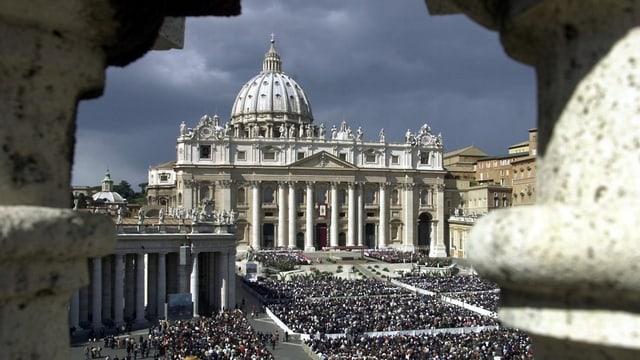 La plazza da S. Pieder en il Vatican.
