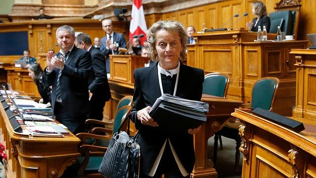 Bundesrätin Eveline Widmer-Schlumpf verlässt nach ihrem letzten Auftritt den Nationlaratssaal