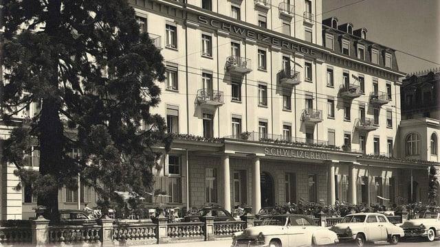 Ansicht des Hotels Schweizerhof in Luzern in den 1950er-Jahren.