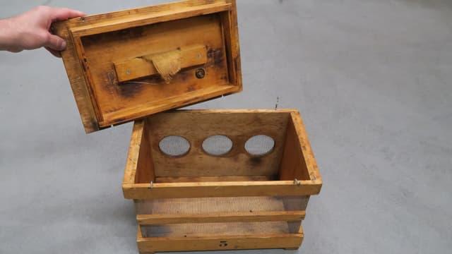 Bild einer Kiste, die die Berufsfeuer zum Einfangen der Bienenschwärme braucht.