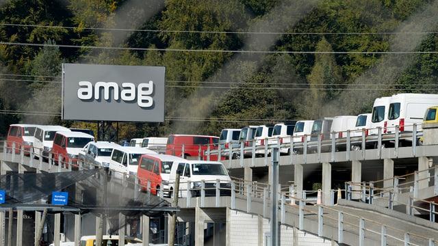 Amag-Platz mit Autos.