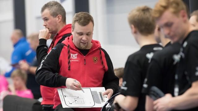 Iivo Pantzar, il nov trenader da Cuira Unihockey.