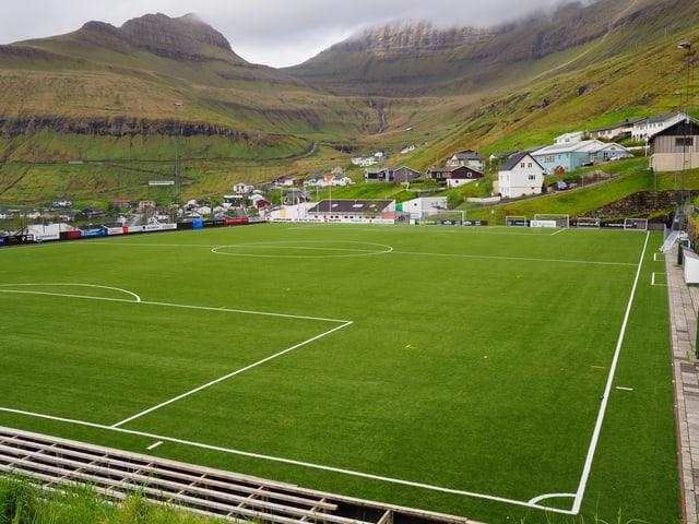 Der Fussballplatz in Fuglafjordur, ein verhältnismässig grosser Ort an der Ostküste mit mehr als 1500 Einwohnern.