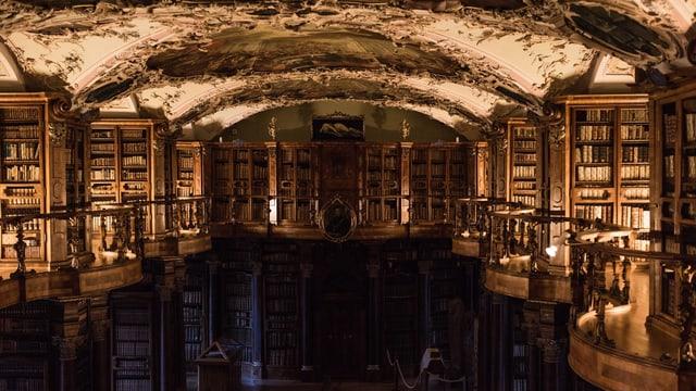 Im Innern einer barocken Bibliothek