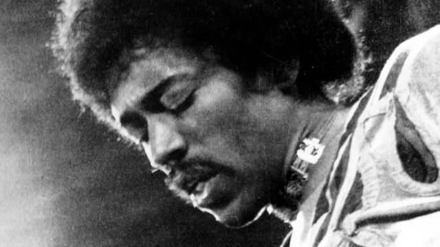 Jimi Hendrix von der Seite.