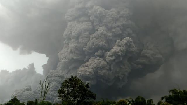 Sinabung, Rauchwolken