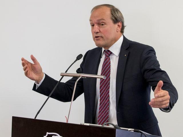 Jörg Kündig, 58jährig, seit 2007 im Kantonsrat, Gemeindepräsident Gossau, Präsident des Gemeindepräsidentenverbands Kanton Zürich, Finanzberater,  verheiratet, zwei erwachsene Kinder.