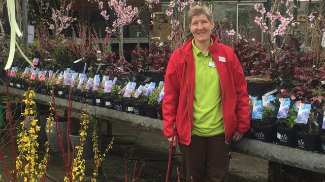 Diana Micheloni arbeitet im Garten-Center
