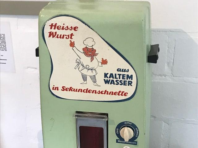 Ein alter Heisswurstautomat.