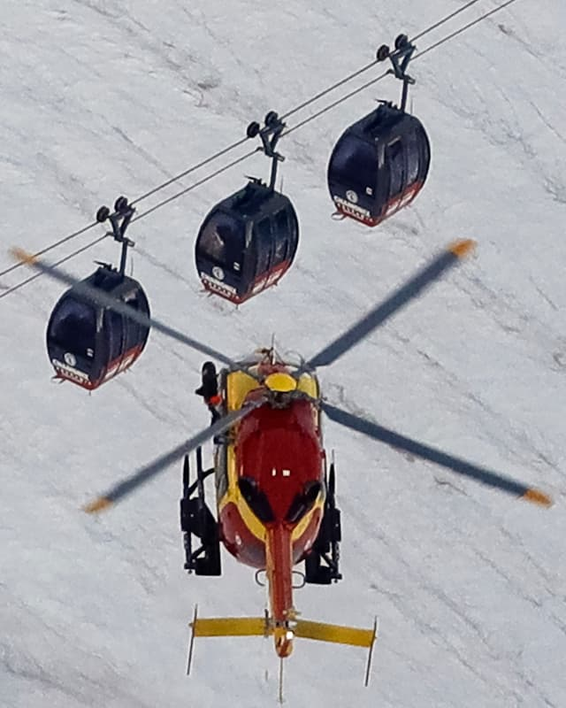 Helikopter über Gondeln