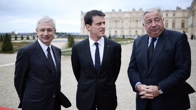 En a mez spetga Manuel Valls sin il president franzos François Hollande.