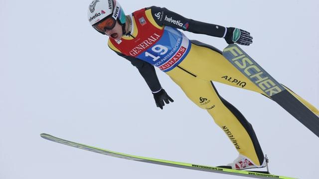 Gregor Deschwanden bei einem Sprung.