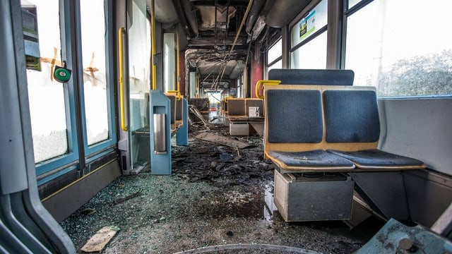 Das beschädigte Cobra-Tram von Innen