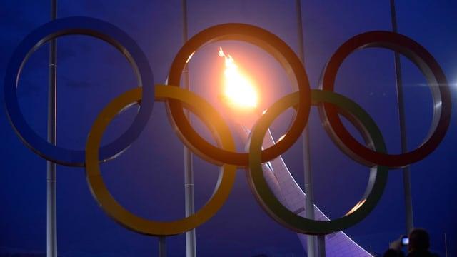 Die Flamme im Olympia-Park bei einem Testlauf Ende Januar.