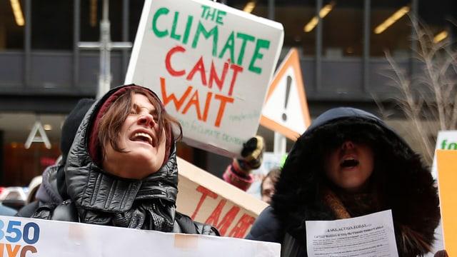 Demonstranten in den USA machen auf die Probleme des Klimawandels aufmerksam.