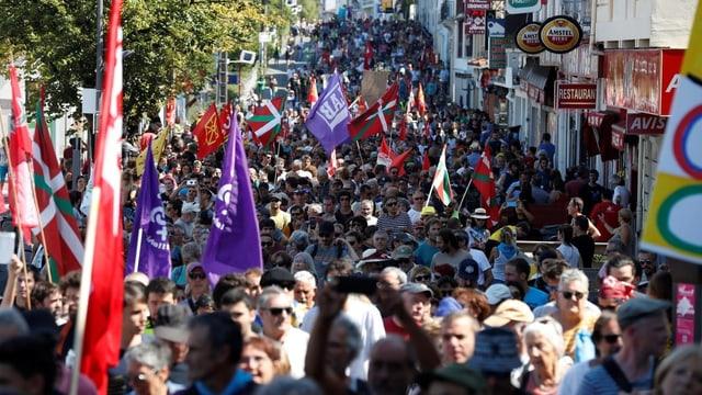 Friedliche Demonstranten in Hendaye.
