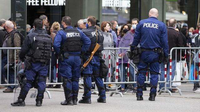 Polizisten auf dem Bundesplatz
