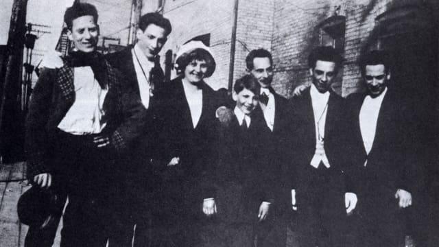 Die Marx-Familie posiert für ein Foto.