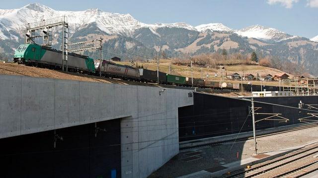 Portal des Lötschberg-Basistunnels in Frutigen.