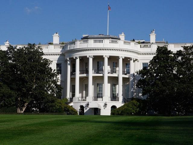 Das Weisse Haus in Washington von vorne fotografiert.
