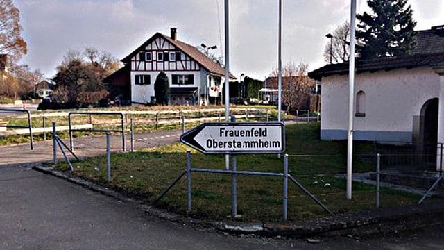 Strassentafel Frauenfeld und Oberstammheim