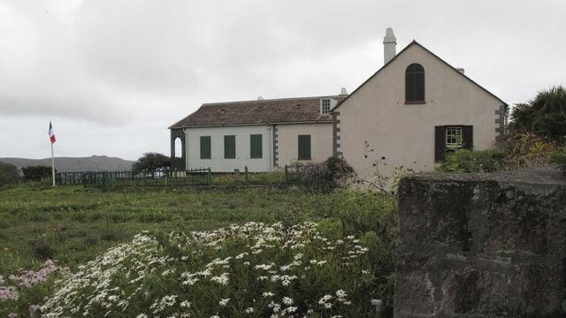 Haus auf dem Land mit Wiese rund herum