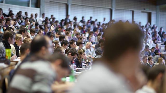 Students en in auditori a l'universitad.