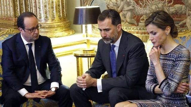 Il president franzos François Hollande ensemen cun il retg spagnol Felipe VI e la regina Letizia a Paris.