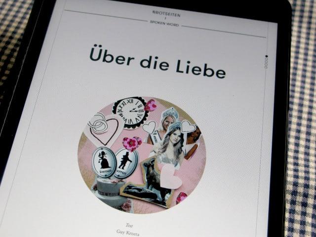 Bildschirm eines iPads, eine Geschichte ist geöffnet.
