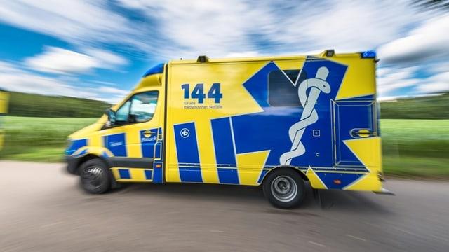 Ein Krankenwagen des Spitals Bülach im Einsatz.