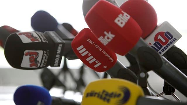 Viele Mikrofone.