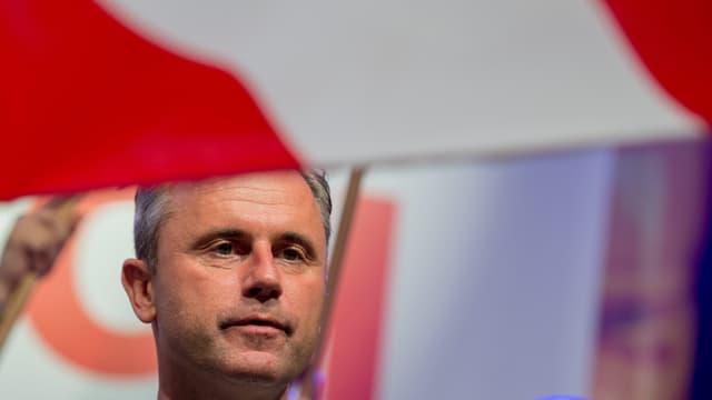 Portait des österreichischen Bundespräsidentschaftskandidaten der FPÖ Norbert Hofer