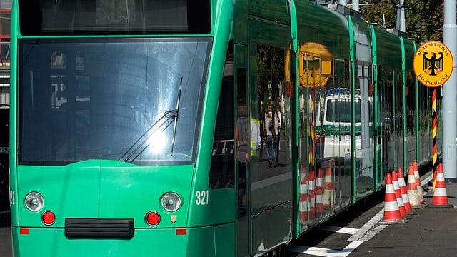 Grünes Tram an der deutschen Grenze
